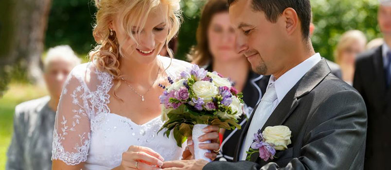 Basic Wedding Vows: They May Look Basic, But They Are Packed With Meaning