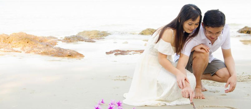 How are modern marriage vows similar to traditional marriage vows