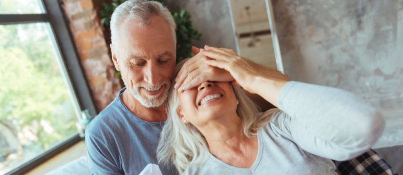 What Should You Give as Wedding Presents to Older Couples