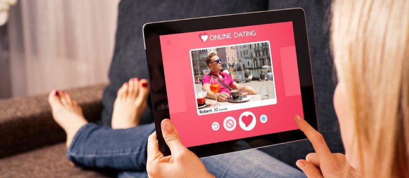Difference in Online Dating Behaviors Between Women and Men