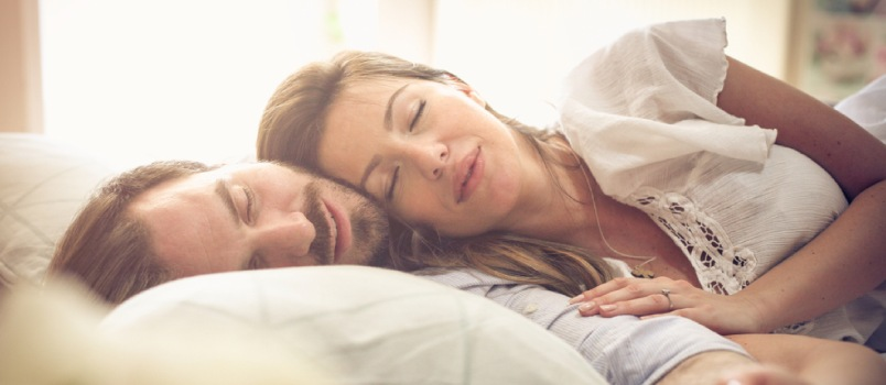 5 Tips to Enjoy a Night's Sleep Without Crossing Your Partner