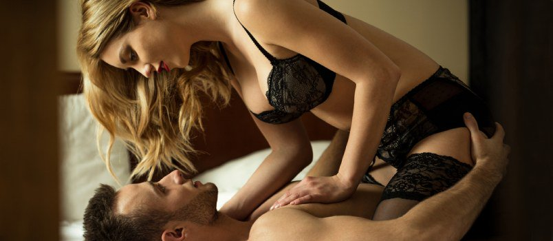 These 6 Kinky Sex Positions Could Just Be the Perfect Playtime Thing for Couples