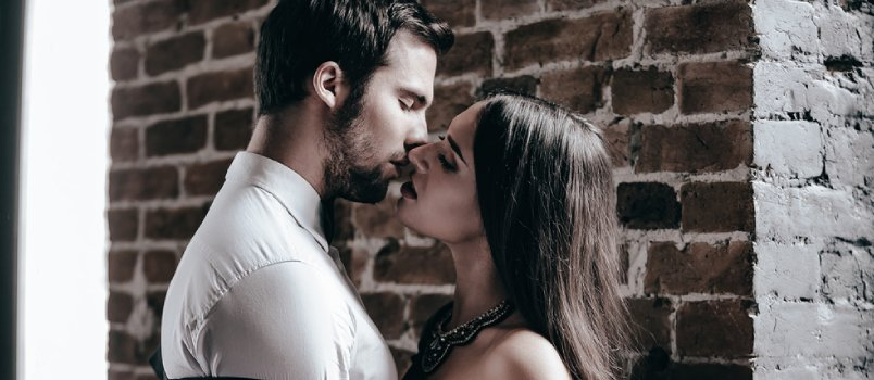 9 Foolproof Tips for How to Kiss a Guy