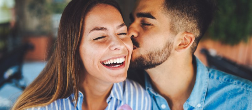 5 Ways to Have a Romantic and Energy-Efficient Date