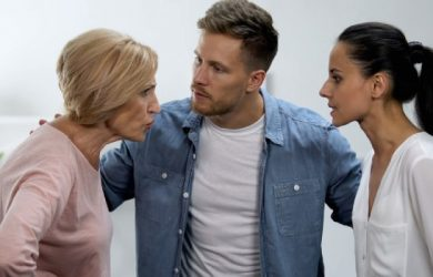 How to Manage Your Relationship With in-Laws and Extended Family
