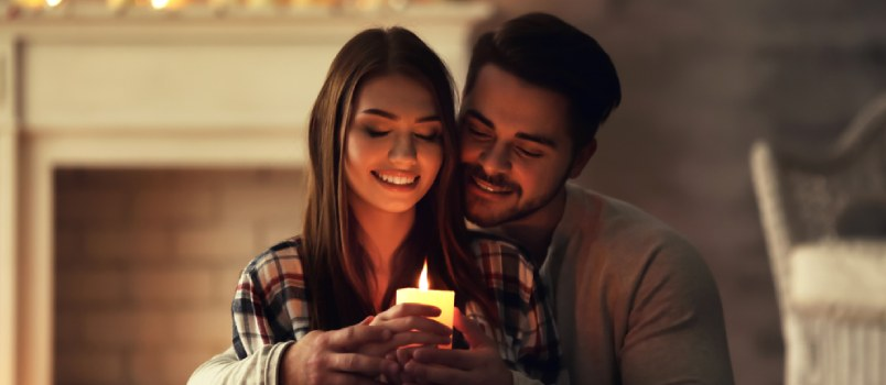 Romantic date night ideas at home for her