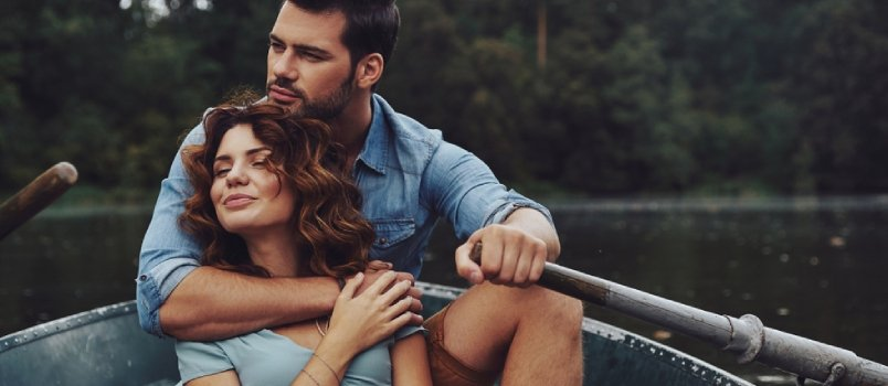 20 Physical Signs a Woman Is Interested in You