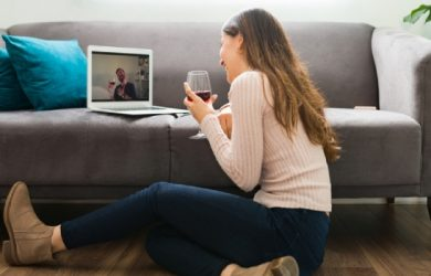 The 30 Pros and Cons of Long Distance Relationships