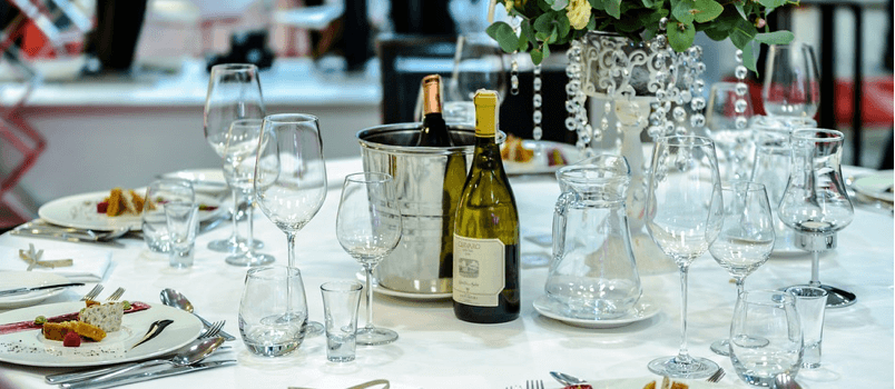 6 Smart Ways to Manage Bar Costs at the Wedding Reception