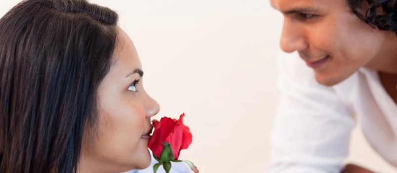 Here are expert tips to ask your crush to be your date for the Valentine's Day