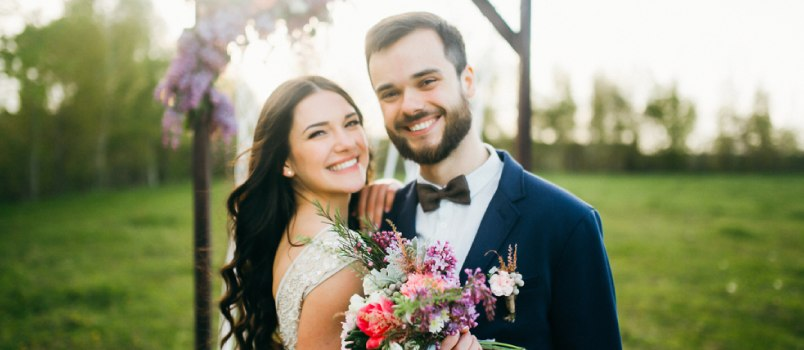 The couples who are marrying in the spring season, this flower of the valley should be your first choice. At this time, the flowers are highly affordable; it could easily fit into your dream budget.