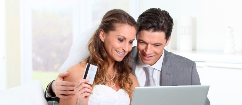 Is It Good Idea to Use Credit Card for Wedding Expenses