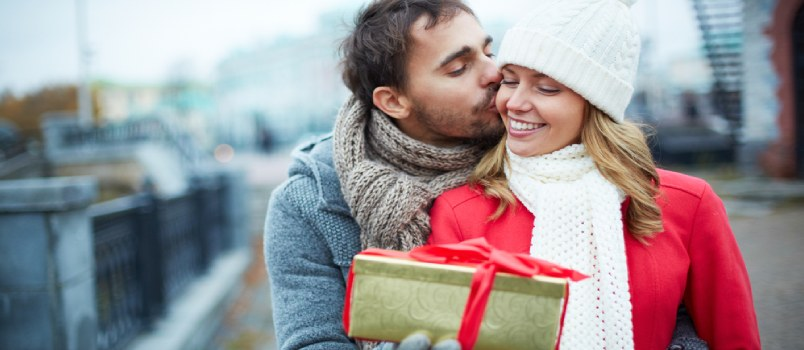 5 Things That You Can Gift Your Wife This Valentine's Day, Other Than Flowers