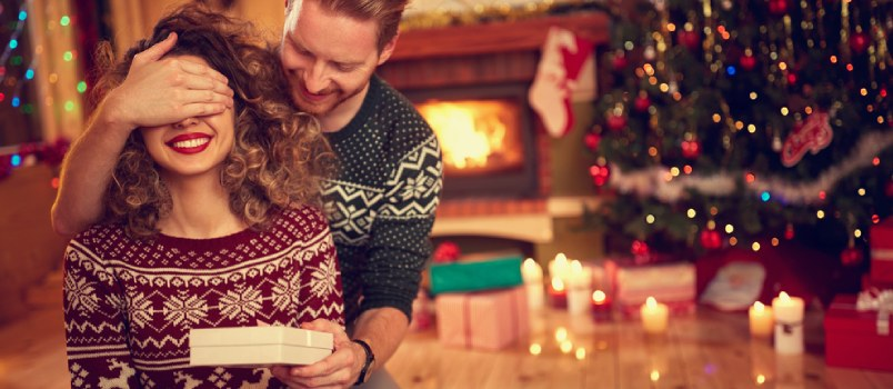 Pick out the Best Engagement Gifts for Her!