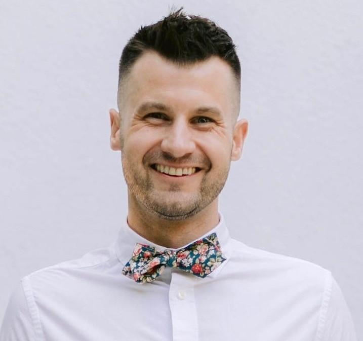 Dr. Bond, PhD, Psychologist in Corona Del Mar, CA